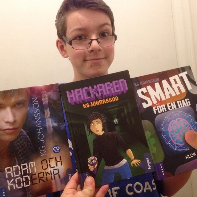 Apropå boktips så är det här 11-åringens nya favoriter. Sträckläser och bubblar och berättar. Författare: KG Johansson. Förlag: Hegas.