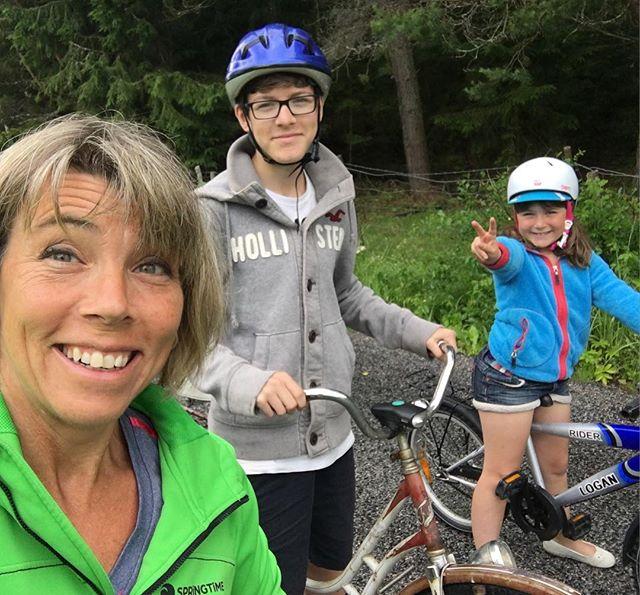 Vi är på cykelsemester. Ramens beryktade gäng. Hoj hoj!