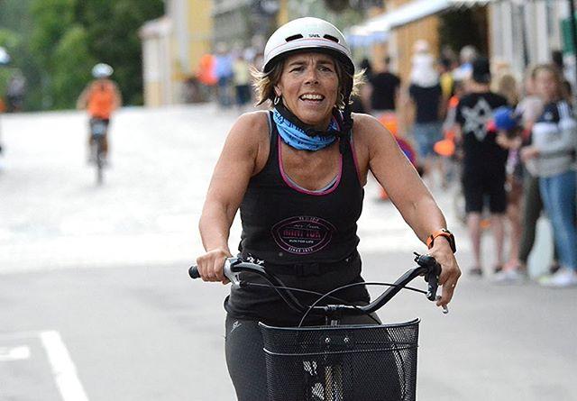 Jo jag cyklade på en tantcykel. Fick låna av en 80-årig dam. Gick hur bra som helst. Actionbild från 24i.