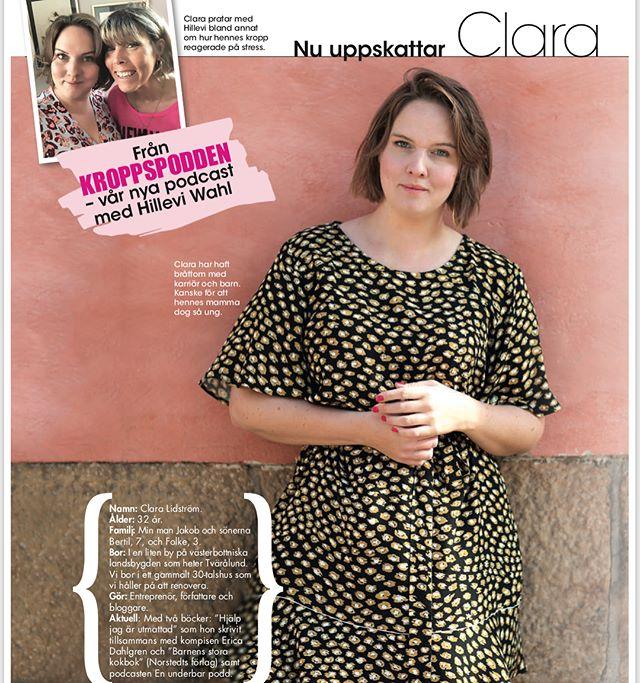 Underbara Clara. Som vanligt finns en stor intervju i @allas_veckotidning med det bästa ur Kroppspodden. Clara har haft bråttom att leva. Kanske för att hennes egen mamma dog så ung. Men det kan bli för mycket, för bråttom - även om man egentligen är en person som alltid har varit bra på att lata sig. Jag rekommenderar er varmt att lyssna på @underbaraclaras små träffsäkra klokskaper. Och boken är så bra! Läs den i sommar. ️ Lite i taget. Som medicin för vingliga själar.
