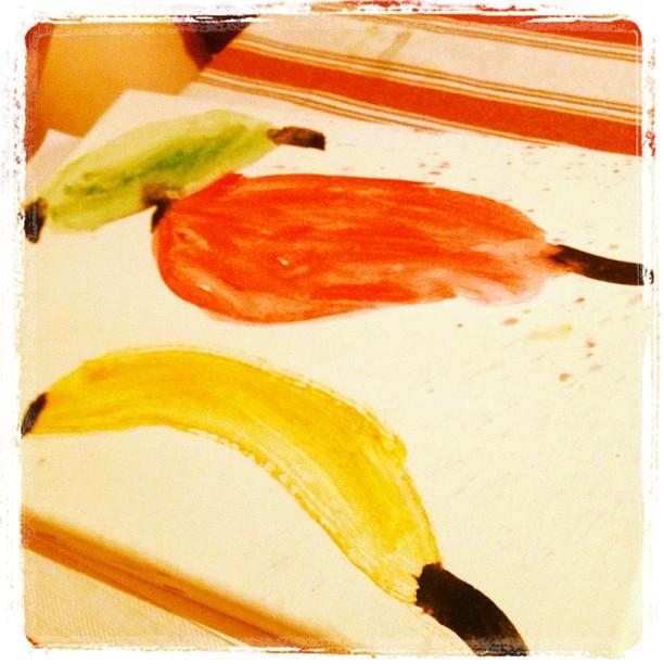 Lykke, 5, målar sin första tavla. Begåvad unge.