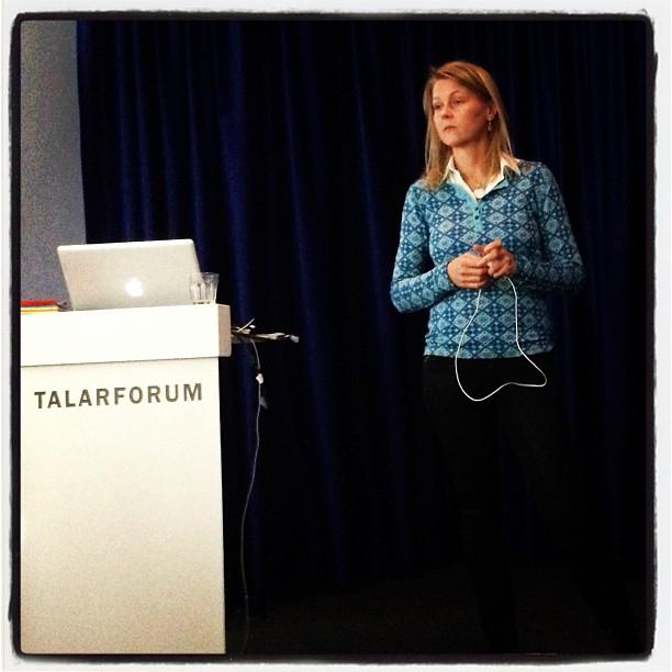 Mindblowing föreläsning med Linda Västrik om arbetet bakom dokumentärfilmen De dansande andarnas skog. Boka henne!