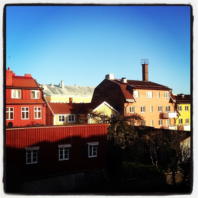 Morgonsol över Karlskrona. Ny dag, nya äventyr. Nu längtar jag efter familjen.
