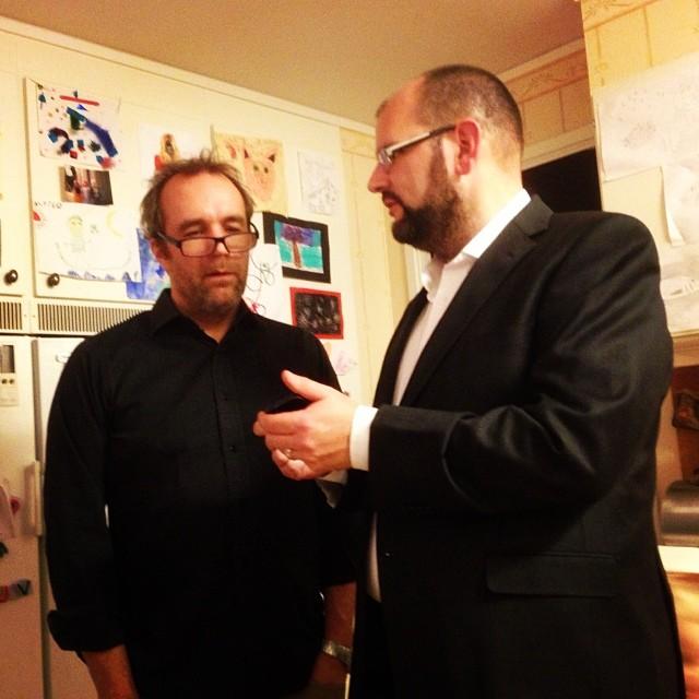 Gunnar och Richard diskuterar Antikrundans app. Party.