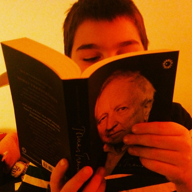 Movitz läser Tranströmer. Det var på tiden.