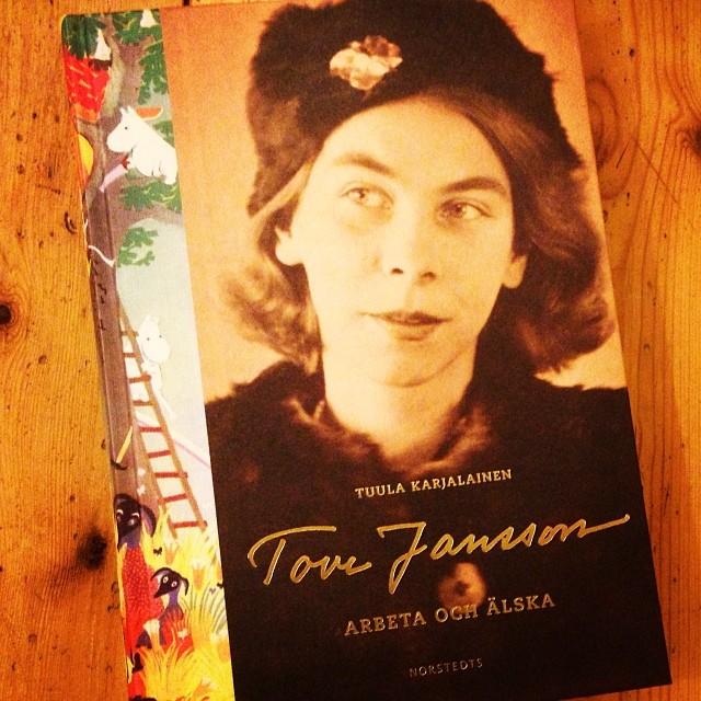 Vilket mästerverk om Tove Jansson. Här snackar vi konst, läsglädje, livsöden och - inte minst - faktakoll. Av Tuula Karjalainen.