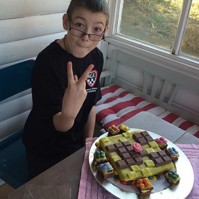Hipp hipp hurra för Elliot 11 år. Min förstfödda. Världens bästa.