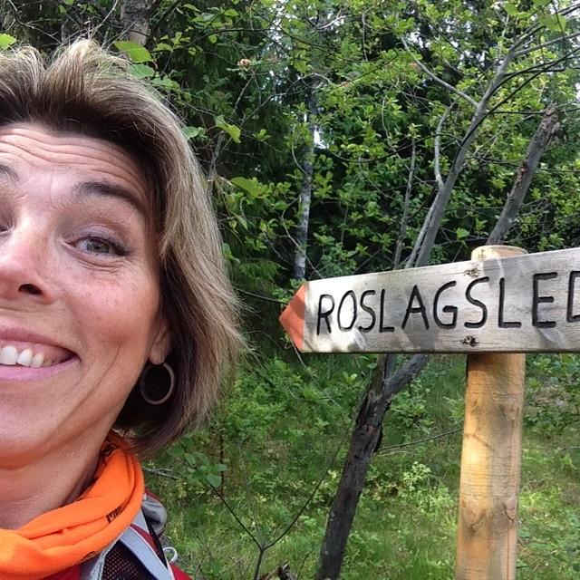 Glad 49-åring på vandring.
