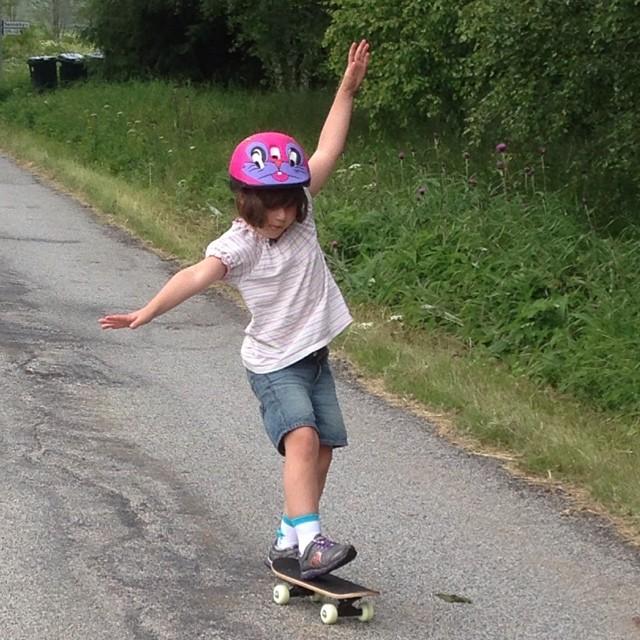 Lykke skateboardtjejen.