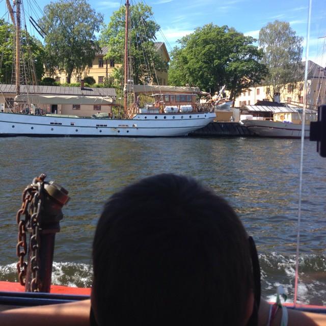Vi tittar på båtar.