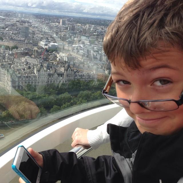 Äntligen uppe i London Eye. Resans höjdpunkt. @specielliot är mycket nöjd.