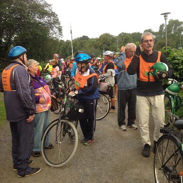 Laddade för cykelrace. Vi i gröna gruppen är klart coolast. #50-lopp