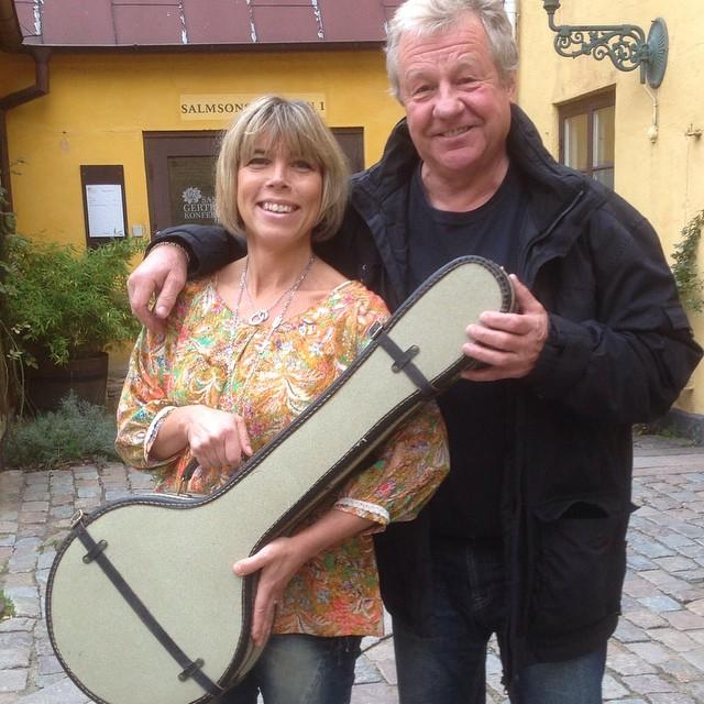 Camilla! Nu är banjon överlämnad av Falken. Med kärlek och kramar.