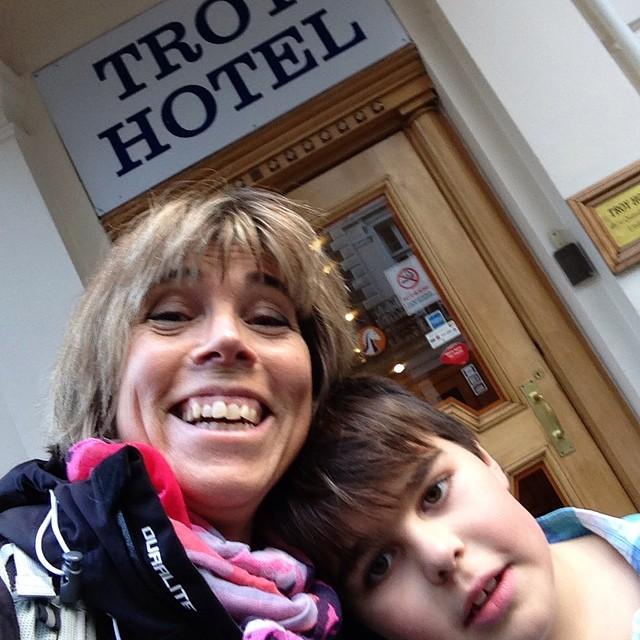 Äntligen på hotellet! Vi har redan gått 4500 steg sedan vi landade i London.