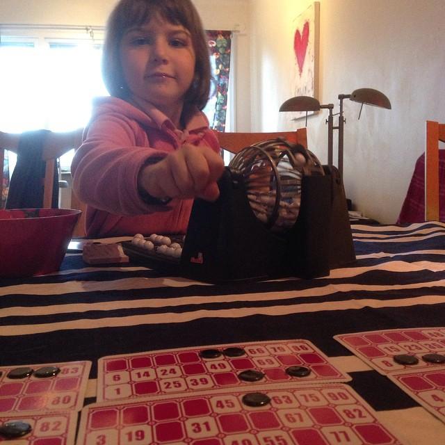 Vi spelar bingo. På engelska. Bra grej! (99 kr på ica)