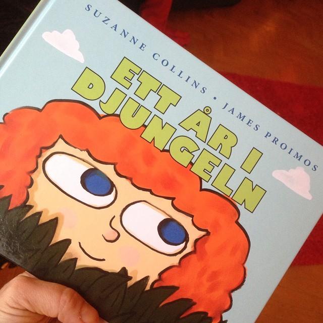 Vilken fantastisk bok! Lykke hade högläsning för mig. Om Suzy och hennes pappa som åker ut i djungelkriget och skickar vykort hem. Smart, rolig och allvarlig med underbara illustrationer (Bonnier Carlsén)