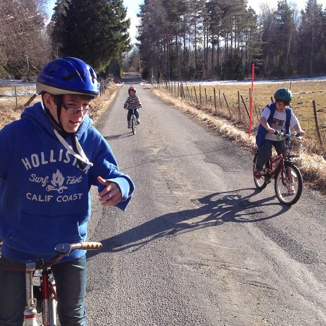 Cykelgänget slår till igen. Men det var kallt om händerna.