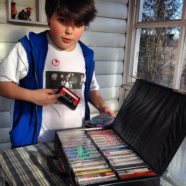 Dagens loppisfynd. En hel väska med kasettband för tio kronor.