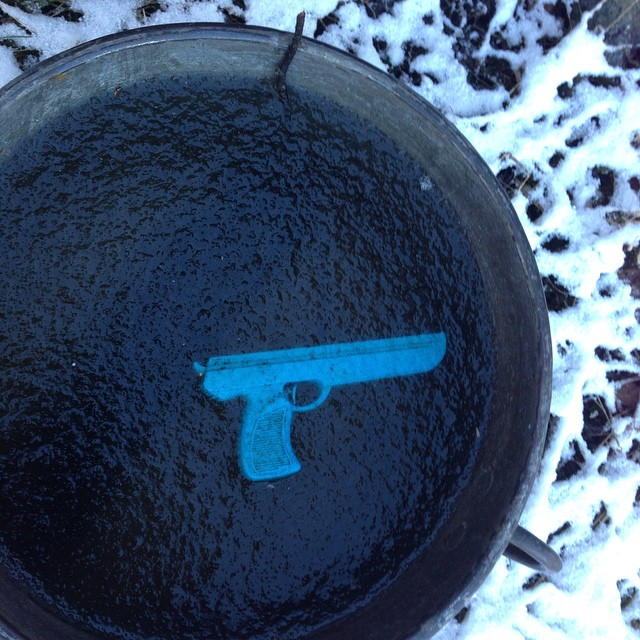 Pistolen som frös fast.