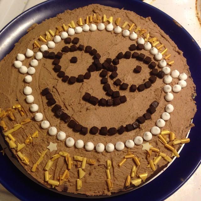 Hipp hipp hurra för världens bästa Elliot i dag. Tårtan fick med beröm godkänt med Nöt-créme och garnering från Ica. @specielliot