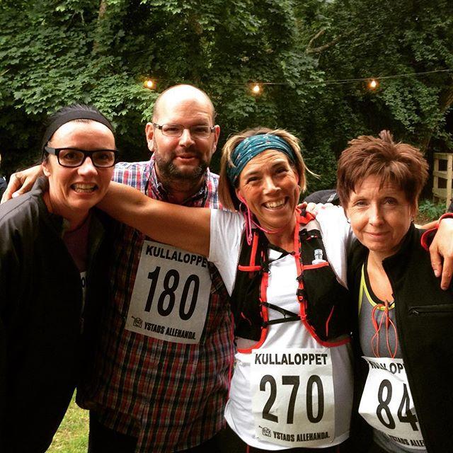 Hela sköna löpargänget! Sally, Gunnar, Eva och jag. Resten av Rörumsgänget var hejarklack! Vilken kompisfest. Älskar!
