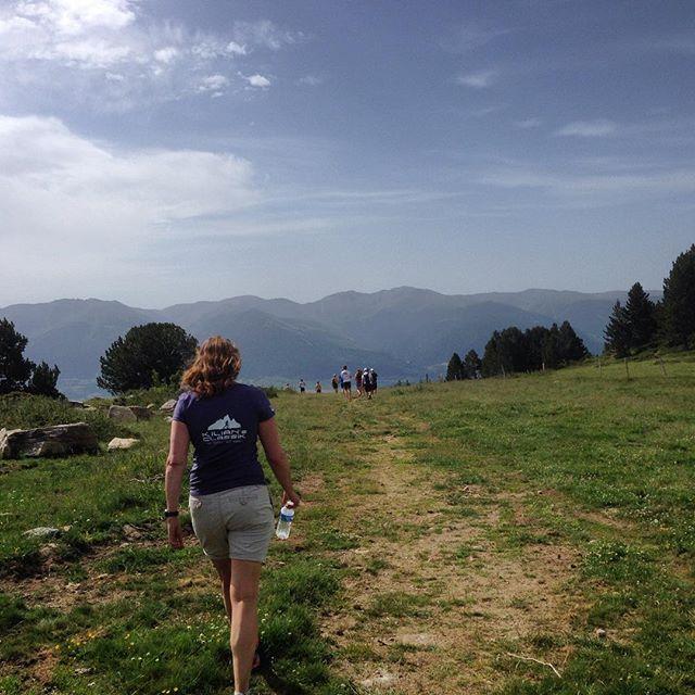 Sista promenaden i bergen. Vill spara vyerna, dofterna, humlesurret och de cirkulerande fjärilarna i hjärtat.