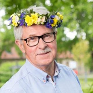 Sverker Olofsson. Vilket superproffs han är. Och så elegant han pratar om människors olikheter och vikten av att vara öppen för andra kulturer. Älskar!