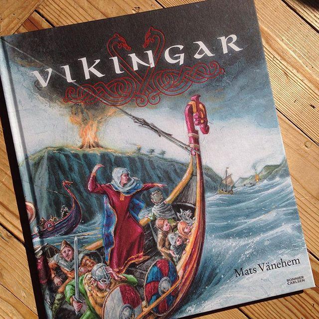 Underbar faktabok för vetgiriga ungar. Vad gör en arkeolog? Är hon en slags detektiv? Vilken cool utrustning har hon? Och varför begravdes vikingar med båtar? Och varför knöts båten fast i en stor sten?