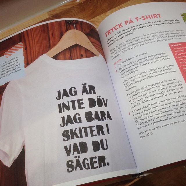 Exakt! Tryck på t-shirt. Så gör du. Ur Jag grejar alltså finns jag av Elin Ek. (Semic förlag).