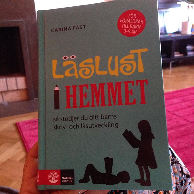 Intressant bok, apropå att det är Läslov nu. I dag lär sig barn läsa på så många sätt. Och pojkar och flickor lär sig olika. Eller? Läslust i hemmet.