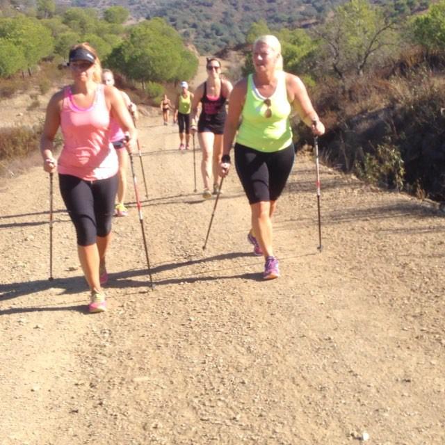 Upp och ner, ner och upp. Bergspasset. Det gick att välja mellan att springa 14 eller 10 km, eller att gå 10 eller 8 km.