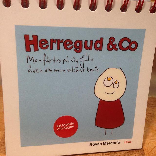Flera har frågat vad min roliga kalender heter. Här är den: Herregud & Co. Man får tro på sig själv även om man saknar bevis. Av Royne Mercurio. Libris förlag.