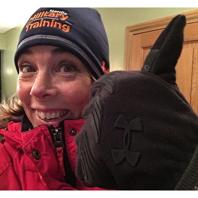 Tack Nordic Military Training för bästa julklapparna. Supermössa och coldgear infrared handskar från Under Armour! Satt fint på tvåtimmarspromenaden i halv storm.
