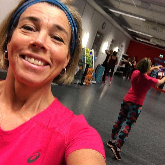 Färg färg färg! Helt rätt till Dans fusion-passet. I dag blev jag extra glad över att se mig själv skaka loss framför speglarna. @asicseurope