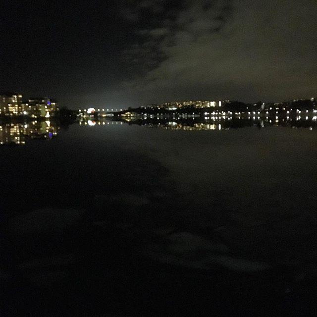 Vacker kväll. Älskar ljusen.