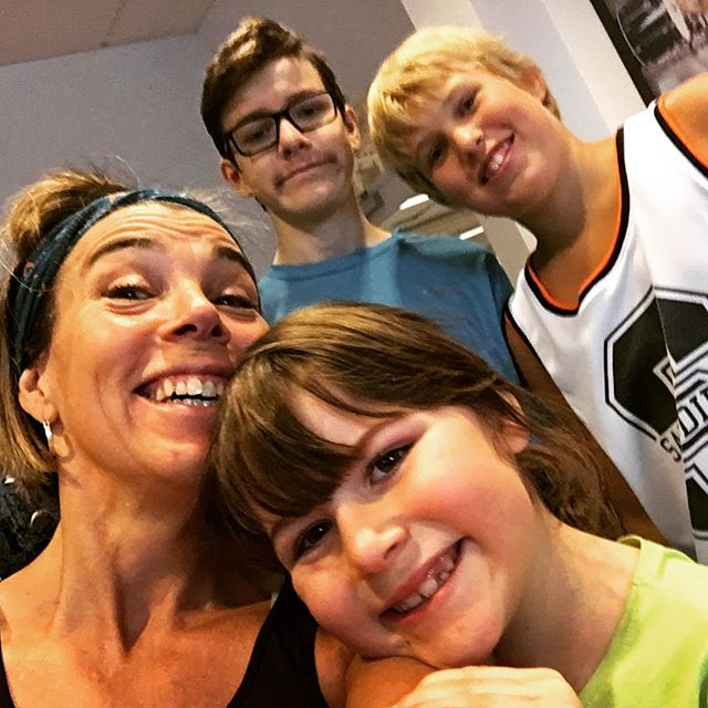 Vilket supergäng jag fick med mig på Friskis & Svettis i dag. Fem kids! (Movitz ville inte fastna på bild).