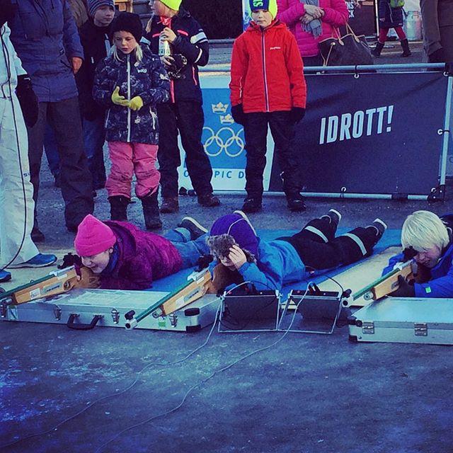 Pangbrudar på Olympic Day i Kungsträdgården. Barnen fick testa längdskidor, sithockey, skidskytte, backhoppning (!) och curling. Även i morgon 11-16. Missa inte! Allt är gratis!