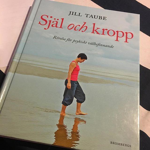 Himla bra bok. Köp eller låna. Och läs. @brombergsforlag