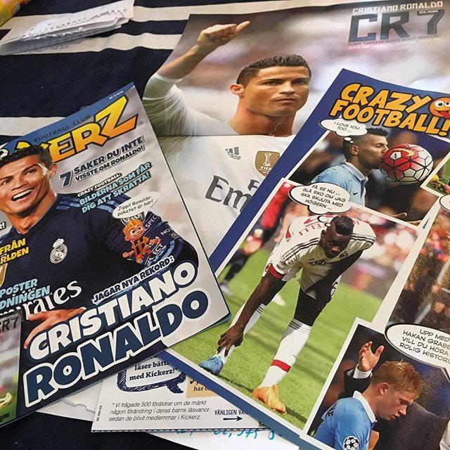 Lykke får reklam om fotbollstidning. Hon älskar fotboll. Men tydligen är det bara killar som spelar, enligt tidningen. Så jädrans uselt. Nej tack. Den åker rakt ner i soptunnan.