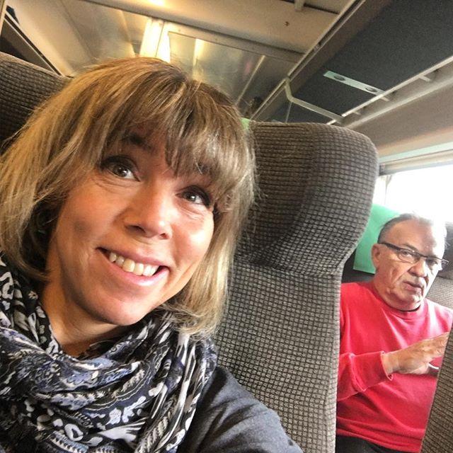 På väg mot Växjö! Två föreläsningar i dag. Kom gärna! Det är bara att dyka upp! Killen bakom kanske kommer.