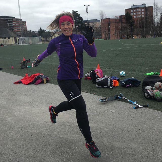 Passade på att träna lite medan Lykke spelade fotboll. Testade lite Craft-kläder och Asics-skor. Snyggt och skönt. Me like! @craftsportswear @asicsrunning