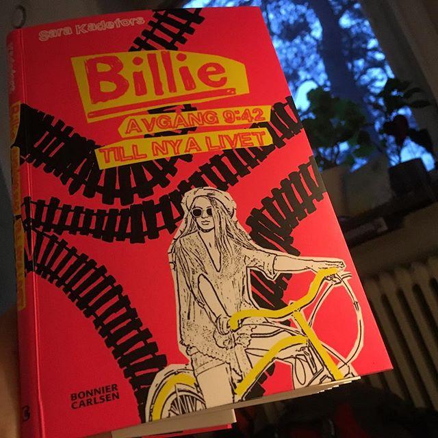 Stör mig inte - jag läser! Så himla bra. Kärlek till Sara Kadefors. @bonniercarlsen