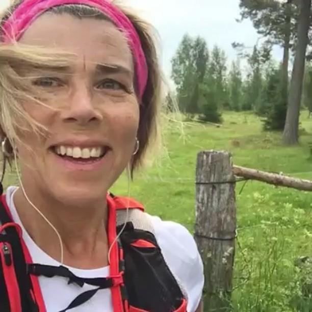 Live-videon från i går morse. Jag ljög lite! Jag sprang inte alls inom vanliga takt. Jag slog pb i år! Hurra! I dag cyklar jag på balkongen. Vi får se hur många mil det blir...