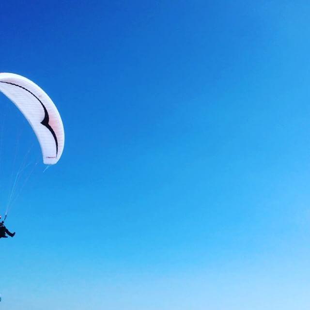 Ale stenar. Paragliding.