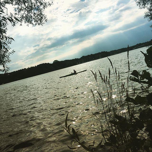 En stund vid vattnet. Fin dag, hörni.