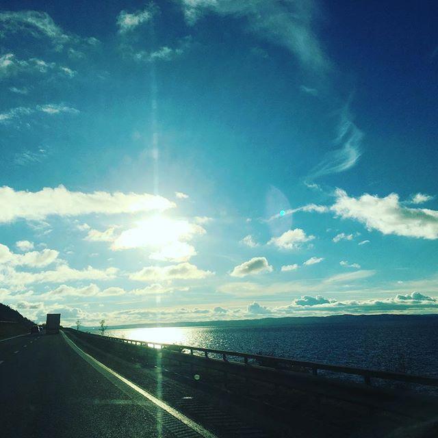 Den här vägen. Alltid förunderligt vacker. Tacksamhet.
