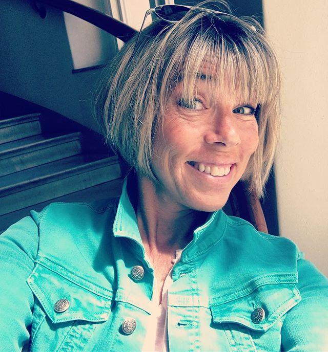 Älskar min nya turkosgröna jeansjacka. Som en lagun. Tack @nettangothlin för att du har så bra koll.