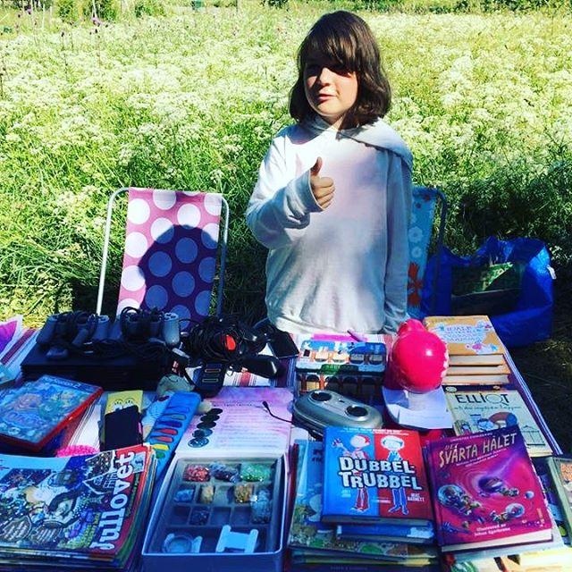 Fynda på loppis i Senneby! I dag säljer vi otroligt billiga böcker, leksaker, cyklar och allt möjligt tokigt. Https://www.facebook.com/events/1342364602537760/?ti=icl