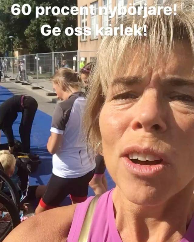 60 procent på Stockholm Triathlon i dag är nybörjare. Ge alla kärlek! Bara kärlek och glada tillrop.  @vattenfallworldtristockholm @wtstraining @simcoachen @trispot_stockholm @triathlontjejer.se
