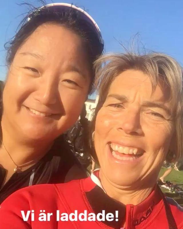 Haha! Två laddade triathleter. Åsa-Mi är en ny härlig träningskompis.  @triathlontjejer.se @wtstraining @vattenfallworldtristockholm @trispot_stockholm